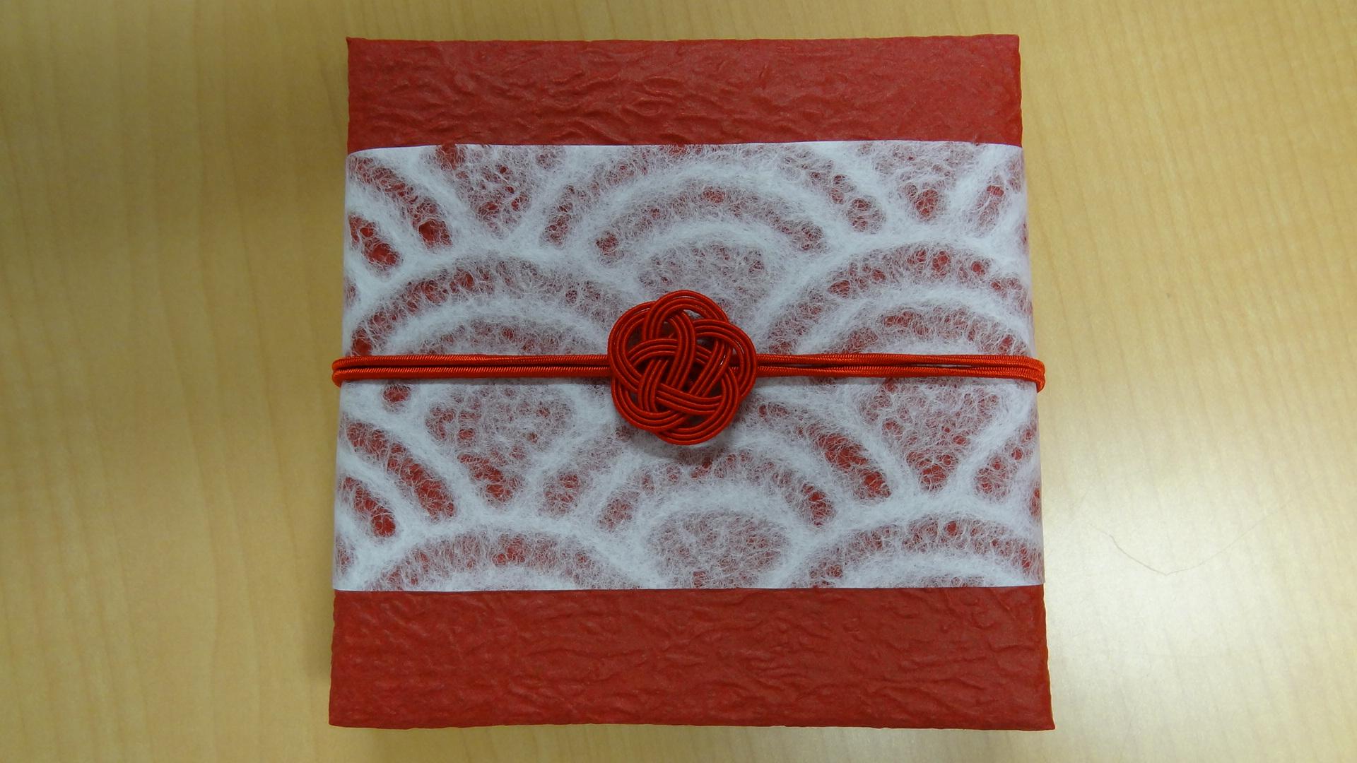水引3本梅結び(ゴム紐付)の祝賀会の記念品に利用|プレゼント用和風ラッピング