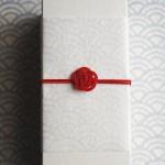 水引梅結びで作るプレゼント用和風ラッピング|結婚式の引菓子に利用