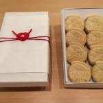 赤色あわじ結び(淡路結び)のプレゼントラッピング|和菓子屋さんで利用