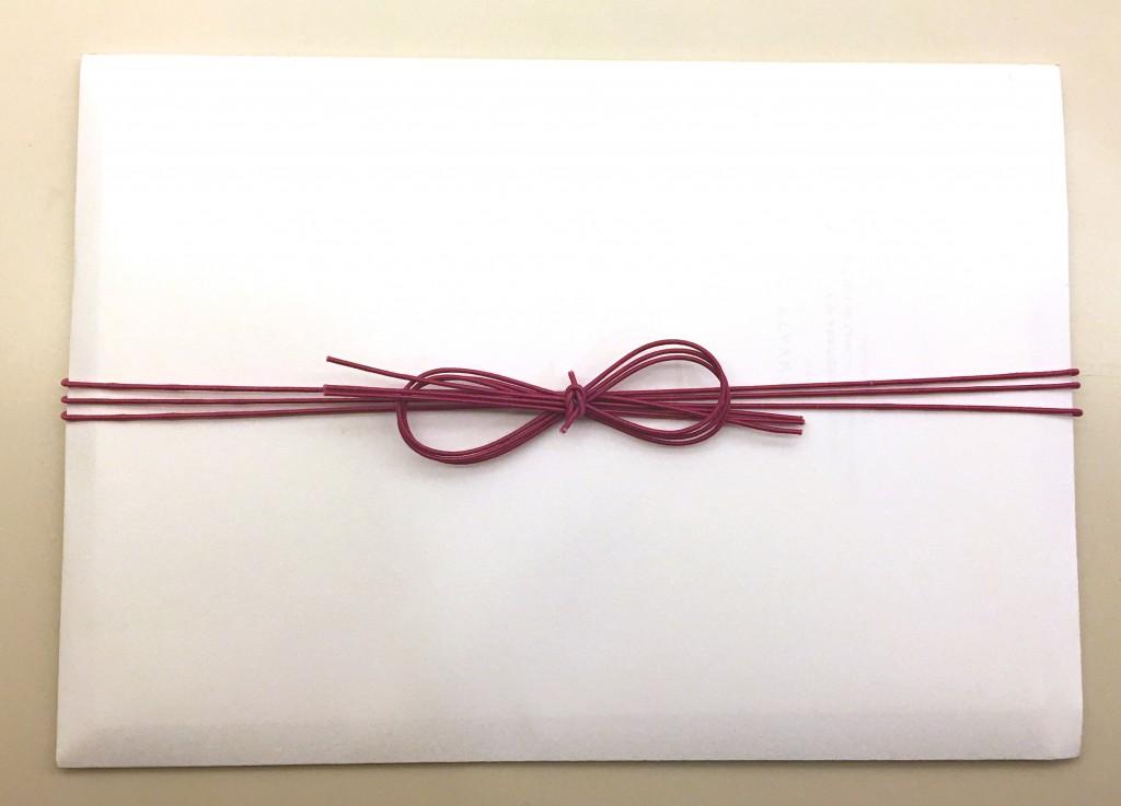 水引八の字(∞)結び 高級ホテルの封筒ラッピング
