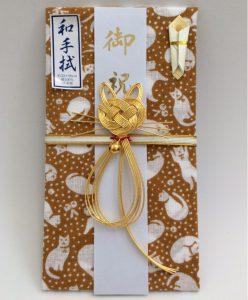 水引飾り結びと和手拭の柄が猫の祝儀袋