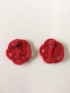 水引梅結び 止め具を左が糸 右が針金