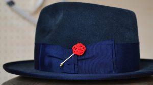 水引梅結びを帽子の飾りに活用