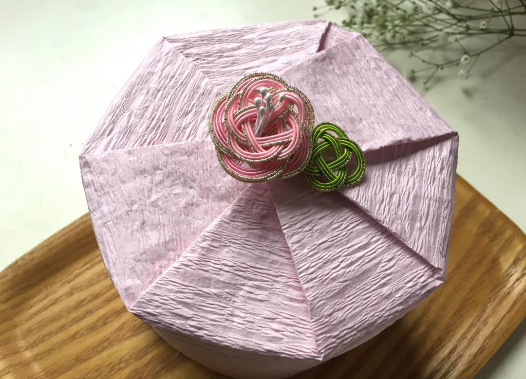 梅結びで春の花