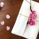 梅結び活用の花桃ラッピング